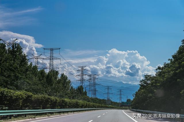 陕西西安:美丽的京昆高速西汉段秦岭风光及服务区及隧道等图集