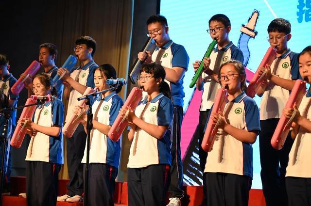 奏响青春 艺梦起航——云南农大附中初二年级举行乐器汇报展演