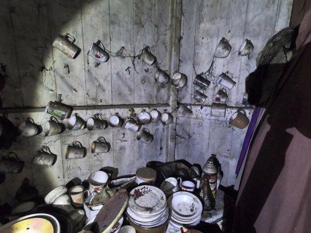 英男子丛林散步发现神秘小屋,屋中20年没人动过仍充满生活气息