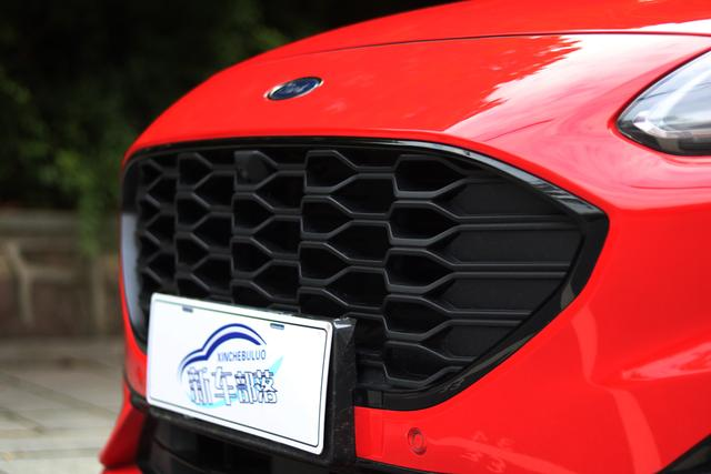 20万级中型SUV风向标 评测长安福特锐际Escape