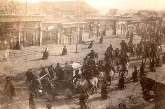 皇帝回宫到底是怎样的排场?实拍1902年光绪回銮