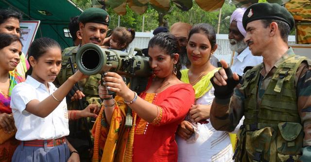 印度向全球紧急抢购军火,看看清单就知道并不是认真想打仗
