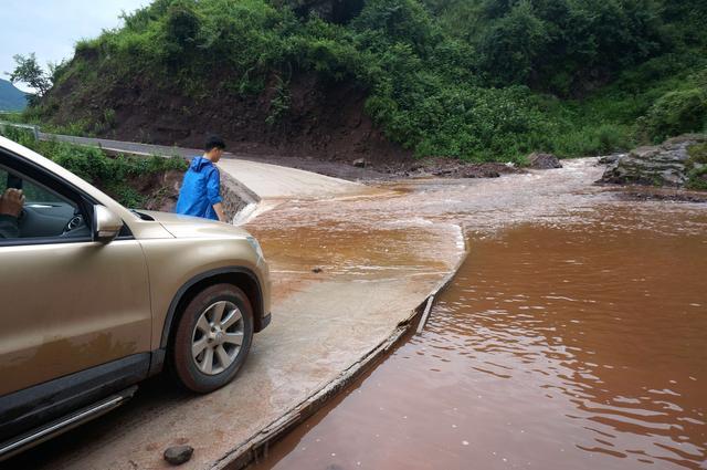 饮水净化设施捐赠启用仪式在昭觉县支尔莫乡中心小学校举行