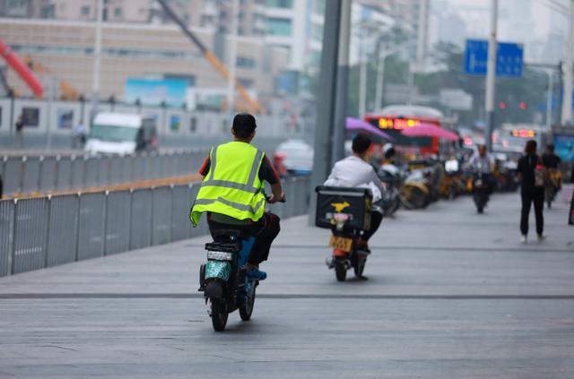 """中国快递的""""无冕之王""""要回港上市了?管理层身家超刘强东"""