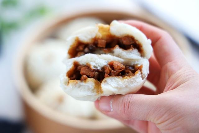 原來用雞腿肉做的包子,比豬肉的還好吃,湯汁濃鬱,越吃越香!