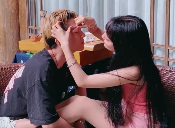 郭美美首次公布恋情,与年轻男友甜蜜接吻,否认包养小奶狗
