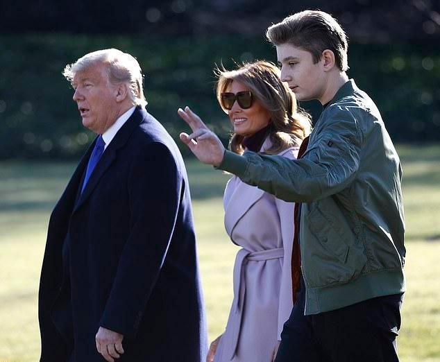 特朗普基因强大,小儿子小小年纪就有大肚腩,难得露笑脸像极老特
