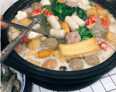 家庭简易版火锅:自己做的不好吃,是不是忘了放着三样