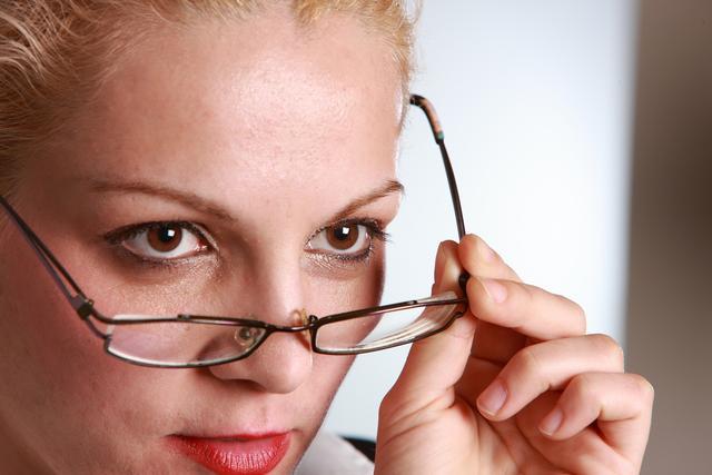 云镜:近视眼镜怎么挑?教你五招