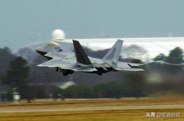 中國還需研製殲-10D嗎?F-16已逐漸被人取代,殲-10家族出路在哪