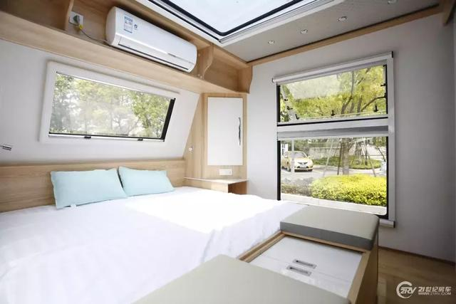 室内面积30平米/可住7人 隆翠10米宽体澳龙营地拖挂房车发布
