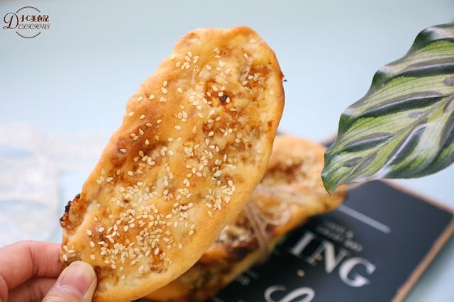 好久没吃锅盔,自己在家做大肉锅盔饼,蘸上辣子咬... _网易视频