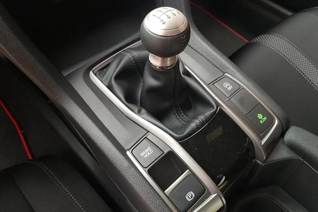 Lab测试:本田两厢思域自带最强手动挡,刹车操控表现了得