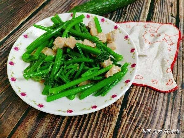 五花肉炒南瓜苗家常做法,五花肉好吃不腻,南瓜苗脆嫩又入味