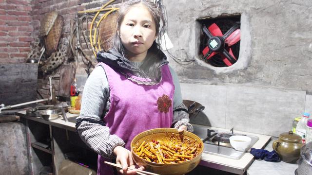 桃子姐教你在家自制麻辣豆腐干,步骤详细,做法独特