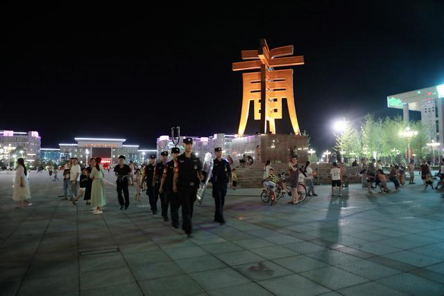星辰相伴――唐河县公安局巡特警大队夜幕下守护平安