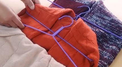 挂毛衣别再老一套,教你最正确挂法,不变形不伤衣服,方法太棒了