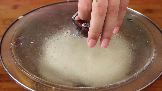 锅贴其实很简单,手把手教你在家做,酥脆鲜美,好吃解馋