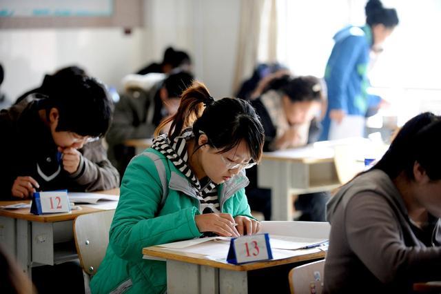 为中小学教师减负增能 办好人民满意的教育