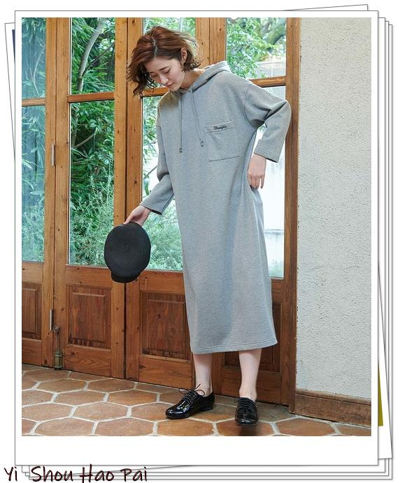 卫衣+裙子的组合,才是早秋的时髦搭配,初秋尽显活力范