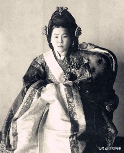 她是韩国史上唯一的皇后,13岁沦为牺牲品,最后在街头惨遭蹂躏