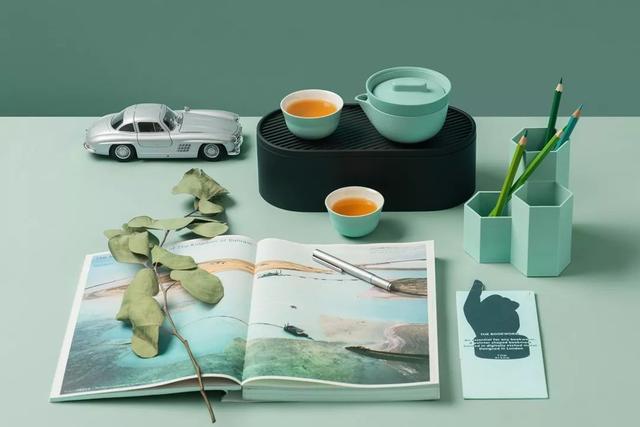 你见过比饭盒还小的全套茶具吗?还自带茶盘储水功能