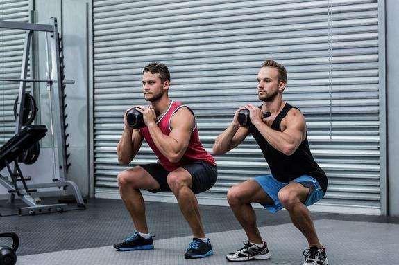 男人长期坚持做这4个动作,不仅身体强健,也更具男人魅力