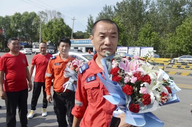 文水县天龙救援队队员赴江西参加抗洪救灾