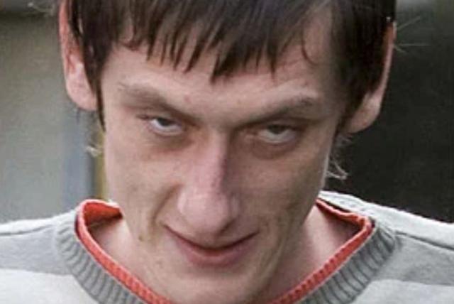 英国瘾君子盗窃,手持鲜血匕首砍向健美运动员,狂叫:我有肝炎