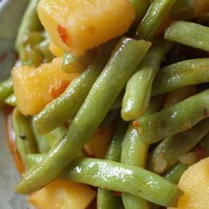 《四季豆焖土豆》四季豆的爽口,土豆的粉,完美的结合