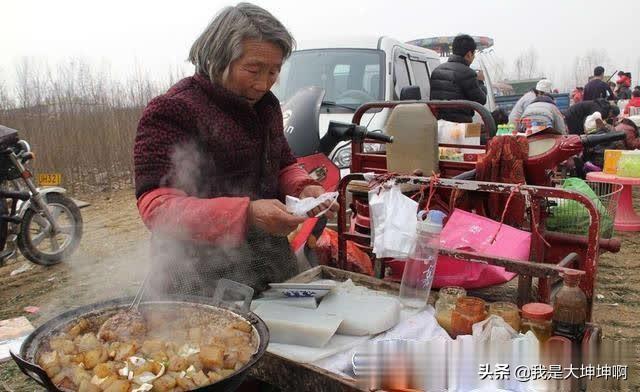 卖相难看的河南小吃,几乎每个夜市都有,一碗管饱只要5元?