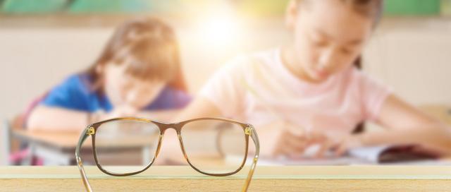每天睡觉前玩手机,用这个方法对眼睛的伤害最小