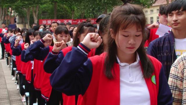 狼城岗中学:中考壮行创意多,感动家长和老师