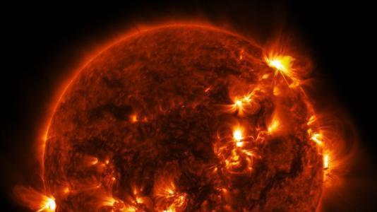 每25年一次,简单的文字叙述可能很难让人理解太阳风暴的威力