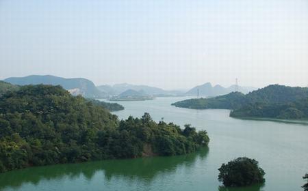贵州贵安新区红枫湖畔万亩樱花绽放 花海如云似雪_手机搜狐网