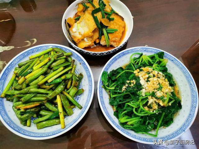 一位家庭主妇为家人做的丰盛饭菜,每天不重样,很用心