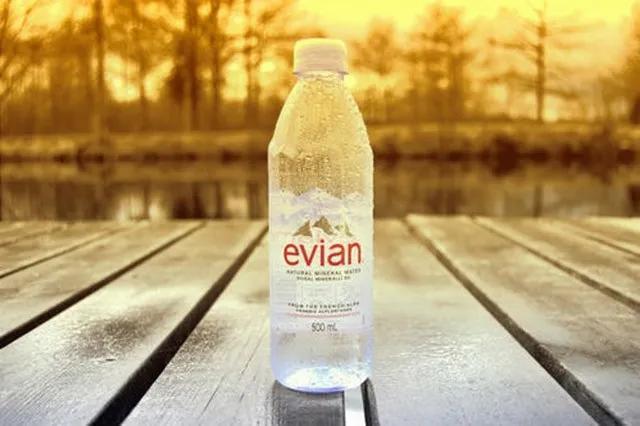 欢乐颂里面安迪她喝的那种水是什么牌子的啊,叫啥名字?