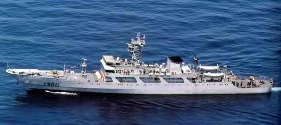 815型电子侦察船