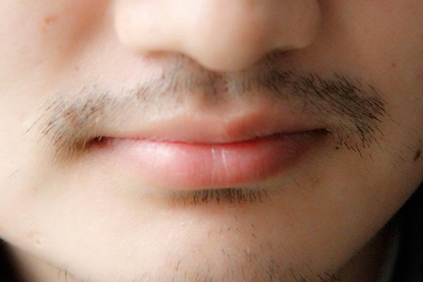 男性第一次刮胡子,应该是在多少岁?