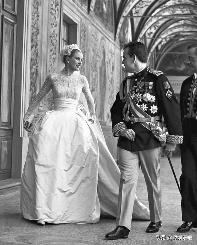 王妃格蕾丝·凯利婚礼婚纱,被誉为蕾丝婚纱中的经典!