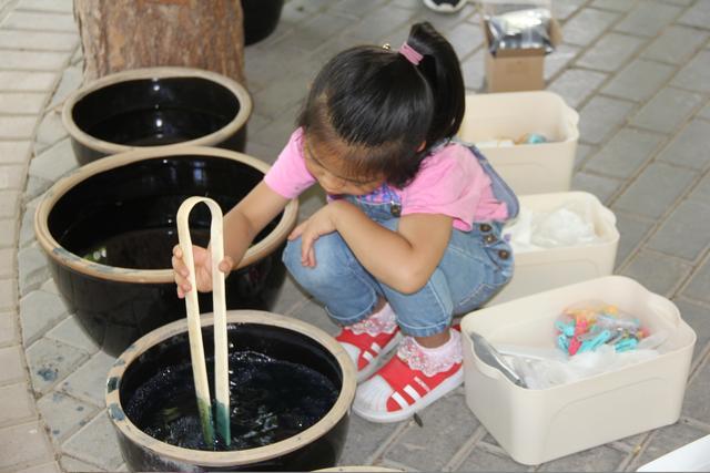 西宁市小桥大街小学开展体验传统学问蓝染研学活动