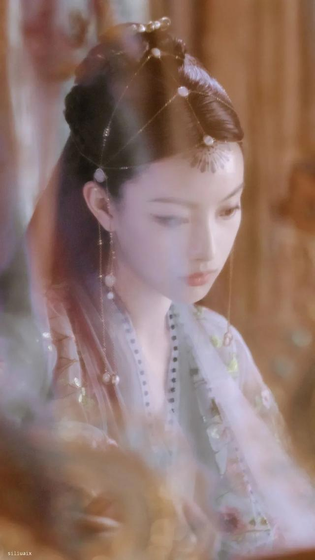 圈内小料:阎青妤、高露、倪妮、王凯、沈梦辰、邓伦、秦俊杰