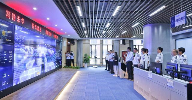 西咸新区公安局局长王勤智一行赴沣西新城公安分局视察指导工作