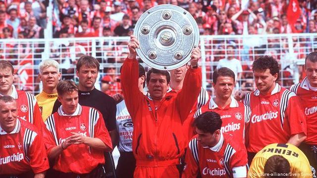 德甲夺冠排行榜!共有12队曾登顶,有1队创造了升班马夺冠的神话