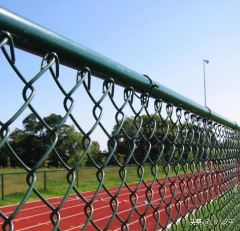 球场围网立柱与横杠