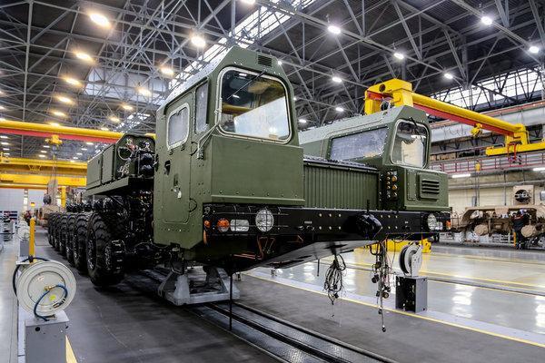 国产军用8x8越野卡车