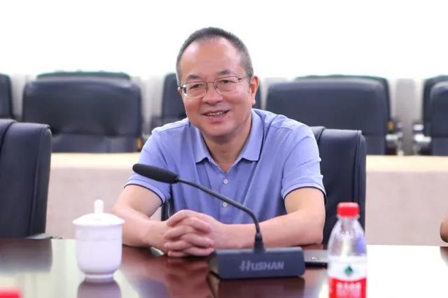 温州市经济师协会会长杨作军考察正泰