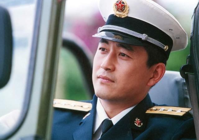 同是国家一级演员,王志飞抛妻娶小14岁娇妻,他与... _新浪看点