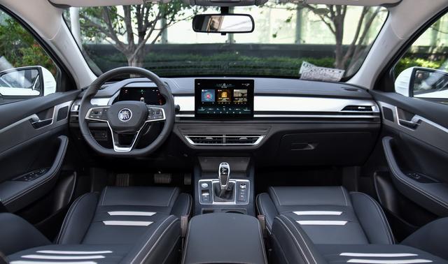 比亚迪新车,长近4米8不足8w,起步就有160马力,油耗却不高