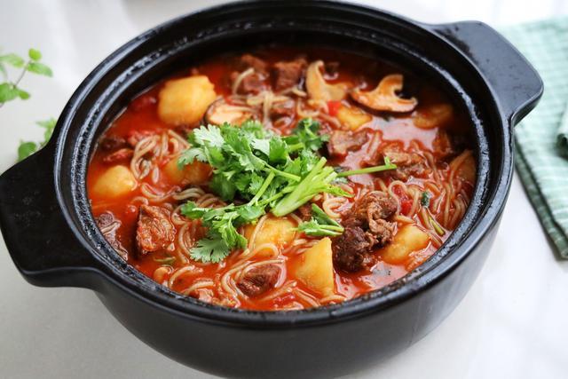 伏天最爱的一锅炖,有肉有菜有汤汁,每次孩子总能吃2碗米饭
